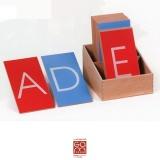 Lettres rugueuses européennes - script majuscule